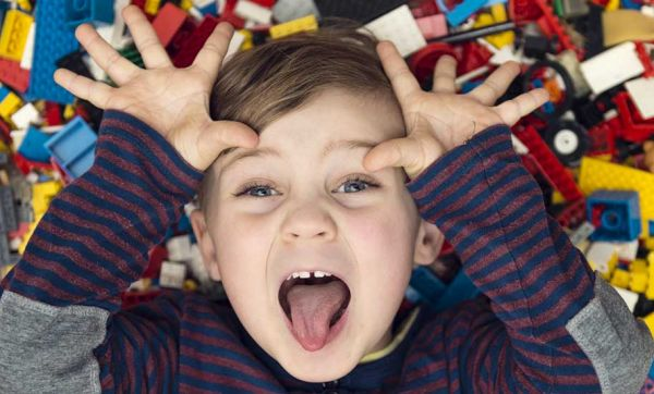 13 conseils de pros pour éviter que votre salon ne soit envahi de jouets
