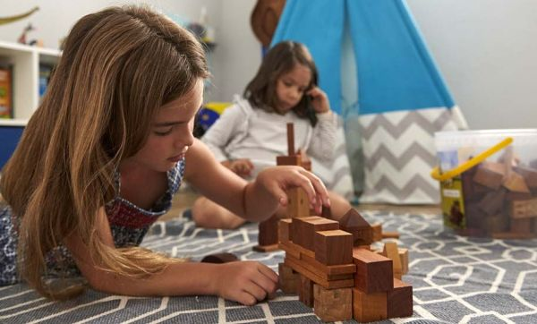 Conseils malins pour faire jouer petits et grands dans une même salle de jeux