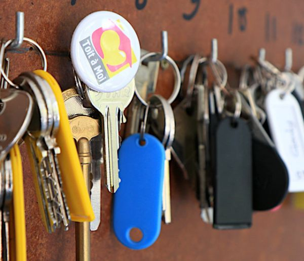 """L'association """"Toit à moi"""" achète des appartements aux personnes sans-abri pour les sortir de l'exclusion"""