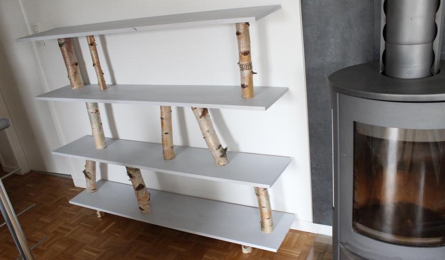 diy construire une tag re en bois avec des branches de. Black Bedroom Furniture Sets. Home Design Ideas