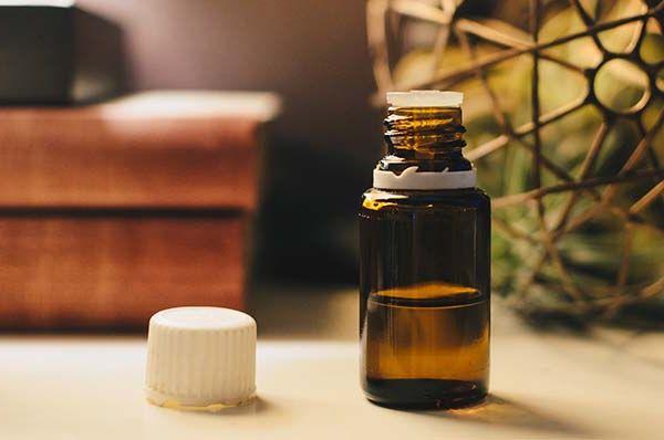 Spray ou diffuseur : Comment utiliser des huiles essentielles dans la maison sans risque ?