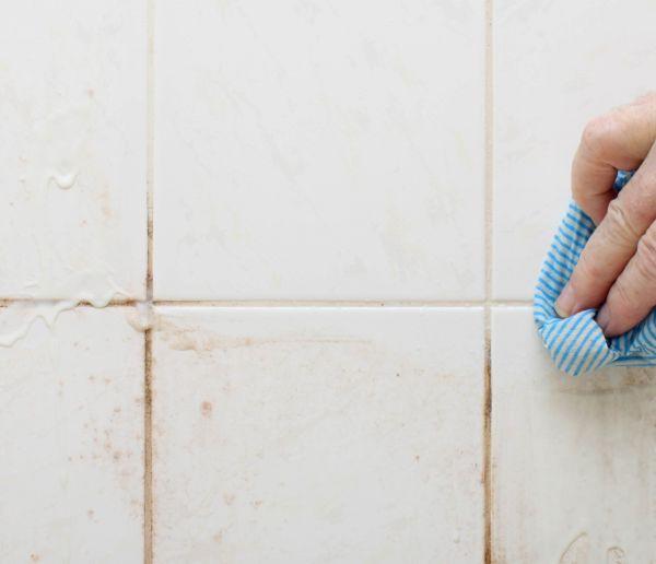 5 solutions écolos pour venir à bout de la moisissure dans la salle de bains