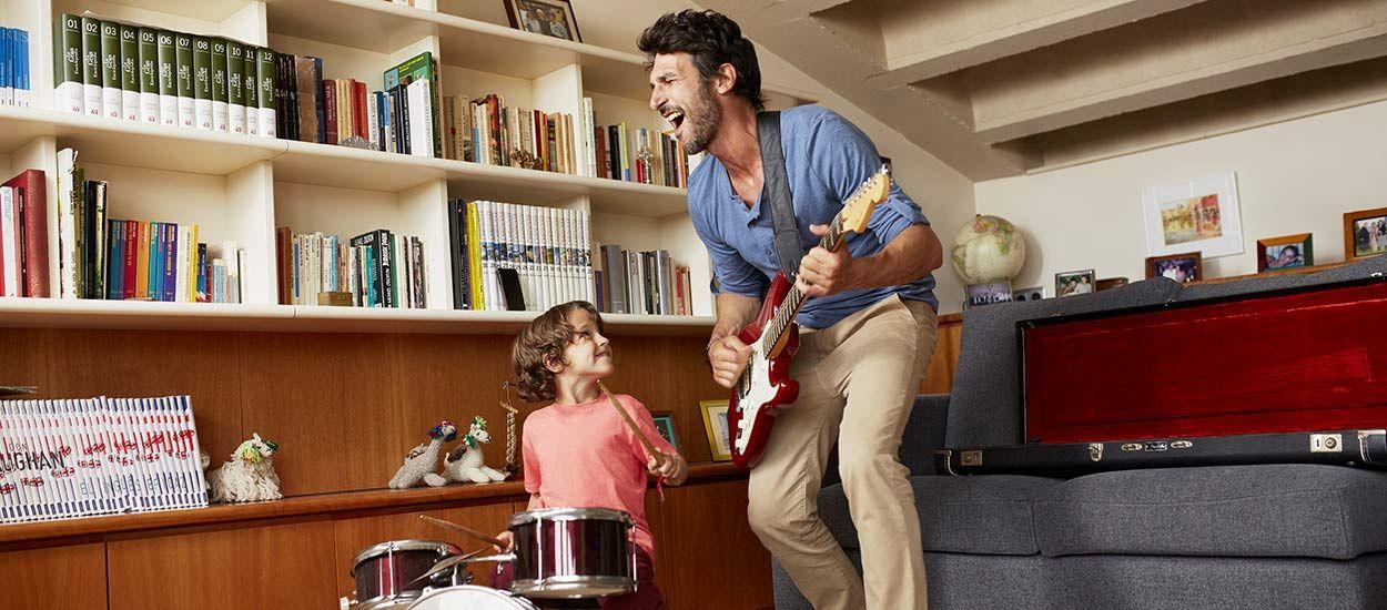 C'est enfin prouvé : écouter de la musique ensemble est le secret d'une famille heureuse !