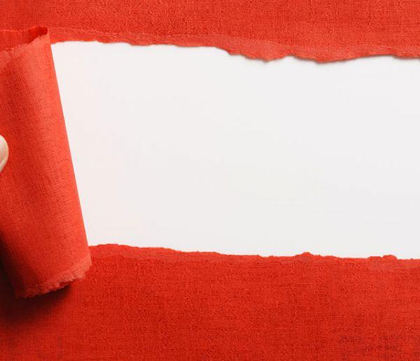 Tuto : Réparez facilement un lé de papier peint déchiré