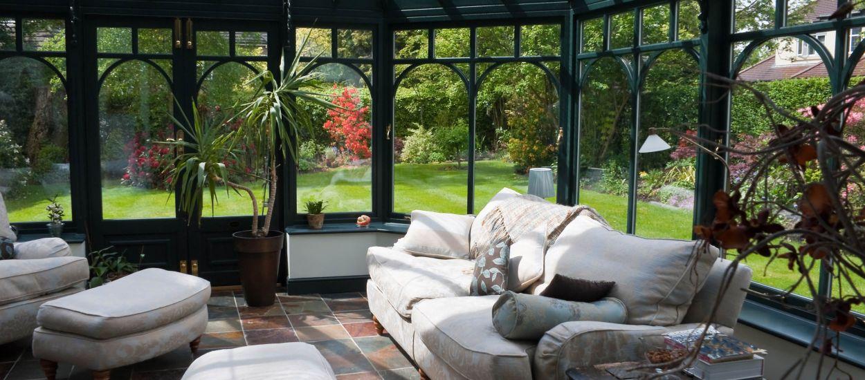 Faut-il un permis de construire pour installer une véranda chez vous ?