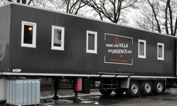 Cette association transforme d'anciens camions frigorifiques en logements d'urgence
