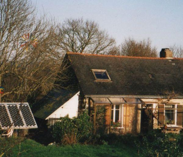 Patrick et Brigitte travaillent depuis 40 ans à rendre leur maison autonome en eau et énergie