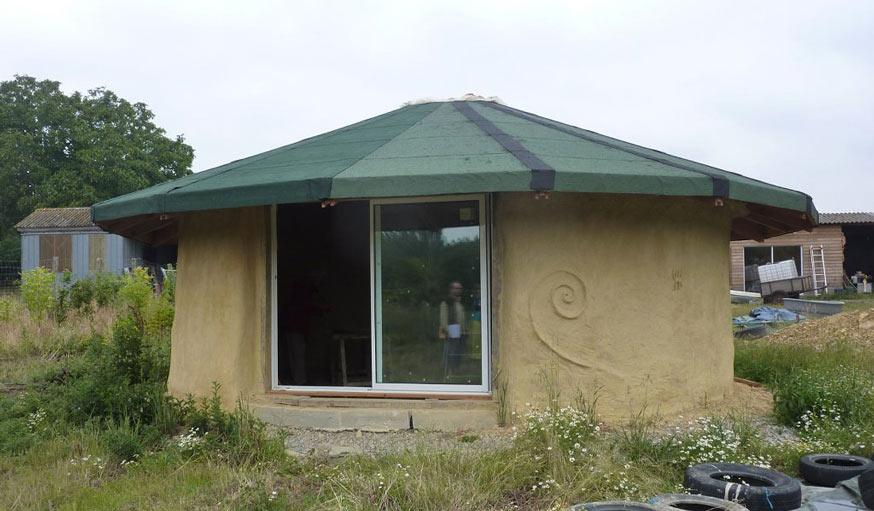 Maison autonome ils ont construit l 39 une des premi res maisons autonomes de france - Rendre sa maison autonome ...