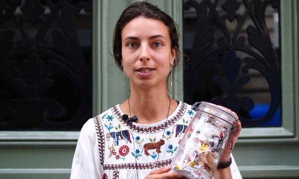 Orlane, 26 ans, a choisi de vivre sans frigo ni poubelle dans son 20 m²