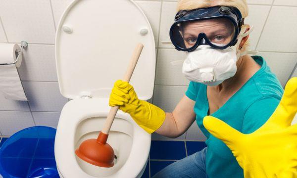 Stop aux produits chimiques ! Voici 4 solutions pour déboucher ses toilettes de façon écolo !