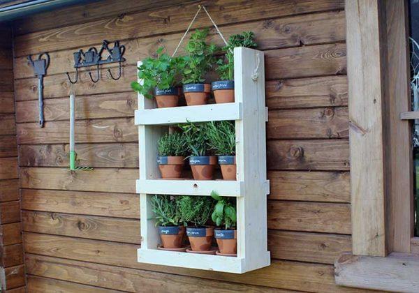 Diy Pour Planter Des Herbes Aromatiques Dans Un Meuble A L Exterieur
