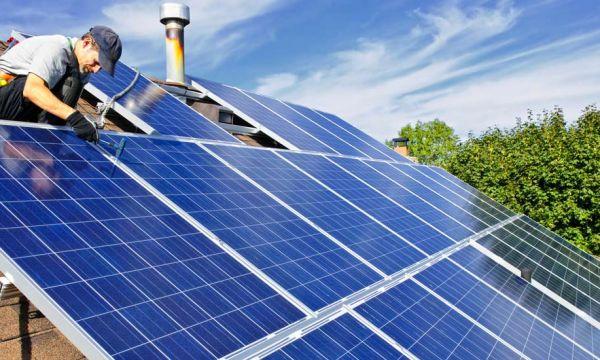 Le gouvernement va augmenter la prime pour équiper vos maisons en panneaux solaires