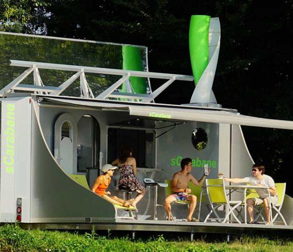 Deux Français ont créé une caravane autonome en énergie qui tourne à 360° pour capter le soleil