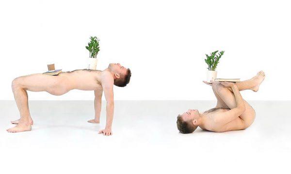 Quand il est entièrement nu, cet homme se transforme en meuble pour la maison !