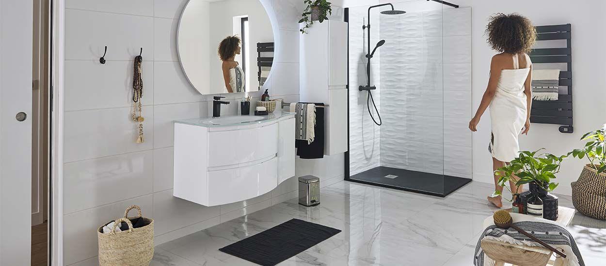 Craquez pour une salle de bains noire et blanche avec ces 16 inspirations