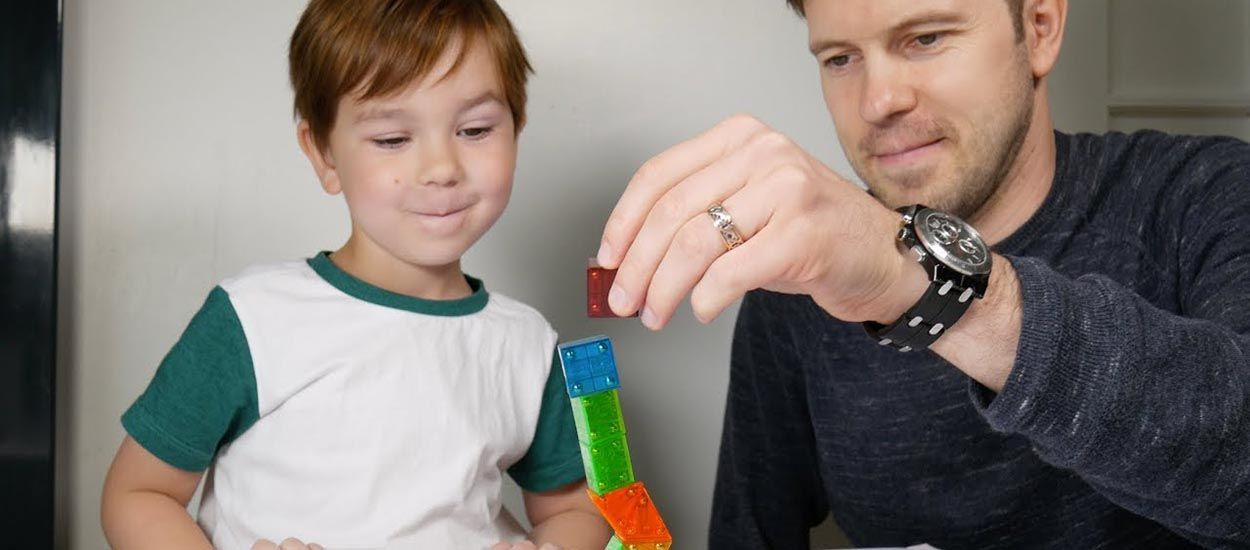 Youtube : Ce super papa créatif imagine un tas d'activités ludiques pour ses deux garçons
