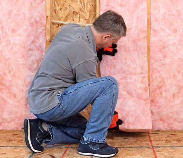 Isolation intérieure : Comment poser de la laine de verre sur un mur ?