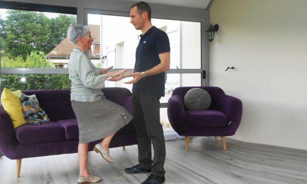 Faites appel à un ergothérapeute pour connecter la maison de votre grand-mère !