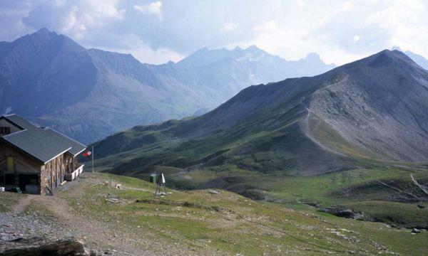 Tristan a choisi de devenir gardien de refuge : une vie à 2400 mètres d'altitude !
