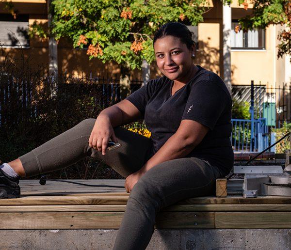 Sur ce chantier participatif, les jeunes aménagent leur quartier pour se reconstruire