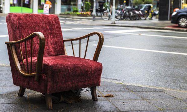 Alerte punaises de lit : voici comment ne pas en ramener chez vous avec les meubles récup'