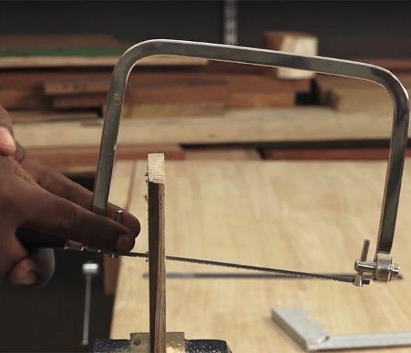 Tuto : Apprenez à vous servir d'une scie à chantourner manuelle