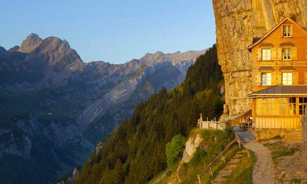Changez de vie et emménagez dans cette mythique auberge au cœur des Alpes suisses !