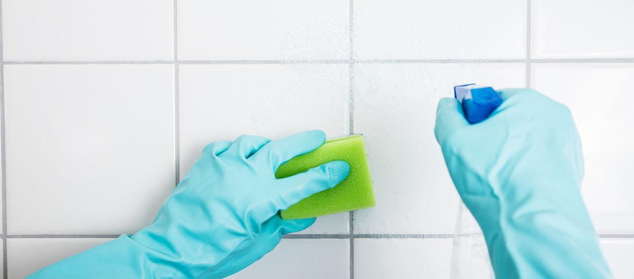 10 astuces pour nettoyer des joints de carrelage de salle de bains noircis - Astuce pour nettoyer les joints de salle de bain ...