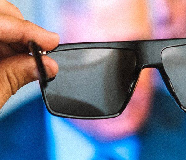 On a trouvé la solution parfaite pour réussir sa detox digitale : des lunettes qui bloquent les écrans !