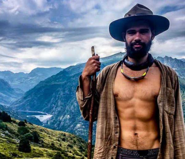 Cet étudiant a retapé une cabane et vécu 9 mois en ermite au milieu des montagnes