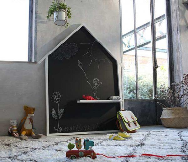Tuto : Fabriquez un tableau noir en forme de maisonnette pour vos enfants