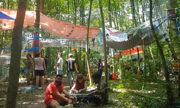On a construit une cabane au festival Bellastock : on vous fait vivre l'expérience !