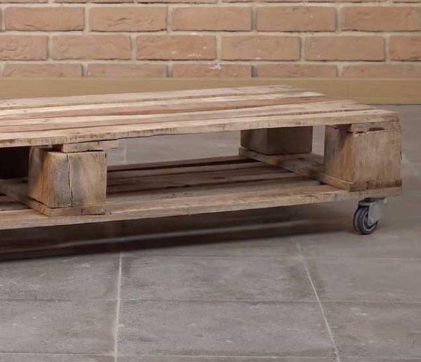 Tuto : Fabriquez un meuble TV en palette sur roulettes pour quelques euros