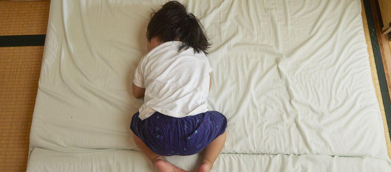 Est-ce une bonne idée de dormir à même le sol ?