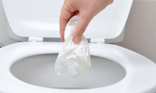 9 déchets qu'il ne faut surtout pas jeter dans les toilettes