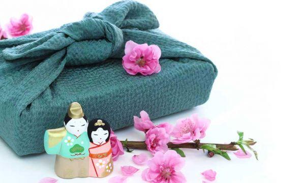 14 schémas pour apprendre le Furoshiki, l'art japonais d'emballer vos cadeaux avec du tissu