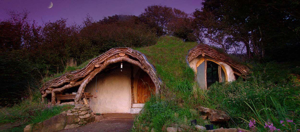 Pour moins de 3500 euros, il a construit la maison de hobbit de ses rêves