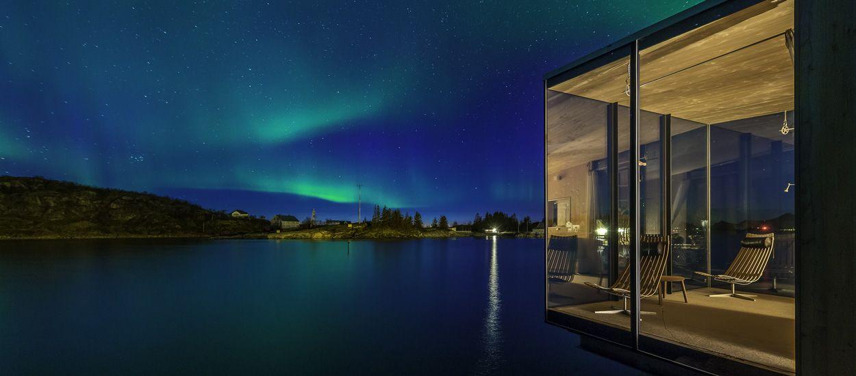 Passez une nuit dans une cabane en bois au milieu des fjords et des aurores boréales !