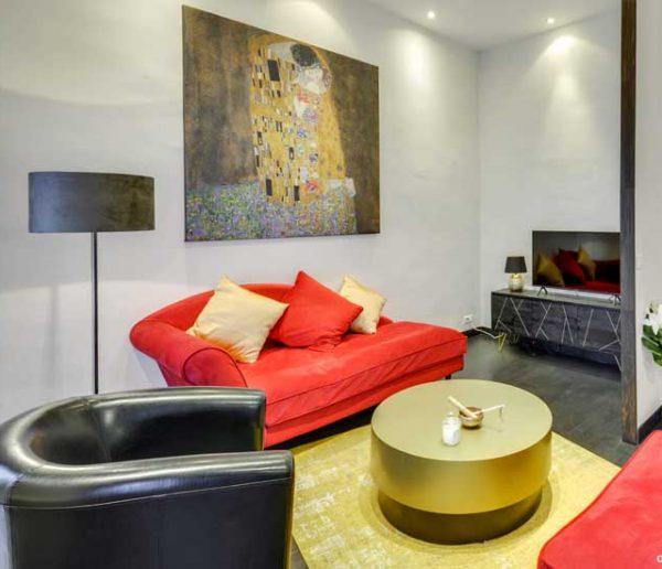 Avant / Après : Cet appartement a été entièrement décoré d'après un tableau de Klimt