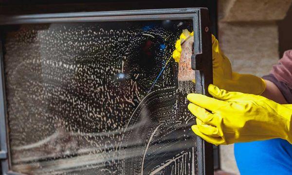 4 astuces écolos pour nettoyer facilement la vitre de votre insert