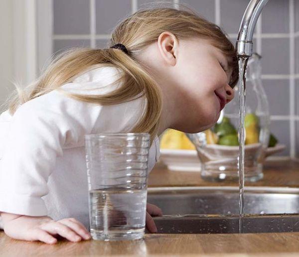 Pourquoi l'eau du robinet a un goût différent selon les régions ?