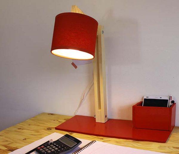 Tuto: Fabriquez une lampe de bureau articulée avec pot à crayon intégré !