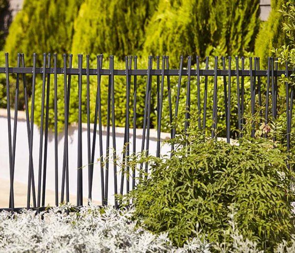 Modernisez votre jardin avec une clôture tendance !