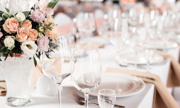 Pantone révèle les couleurs tendance pour votre déco de mariage cette année