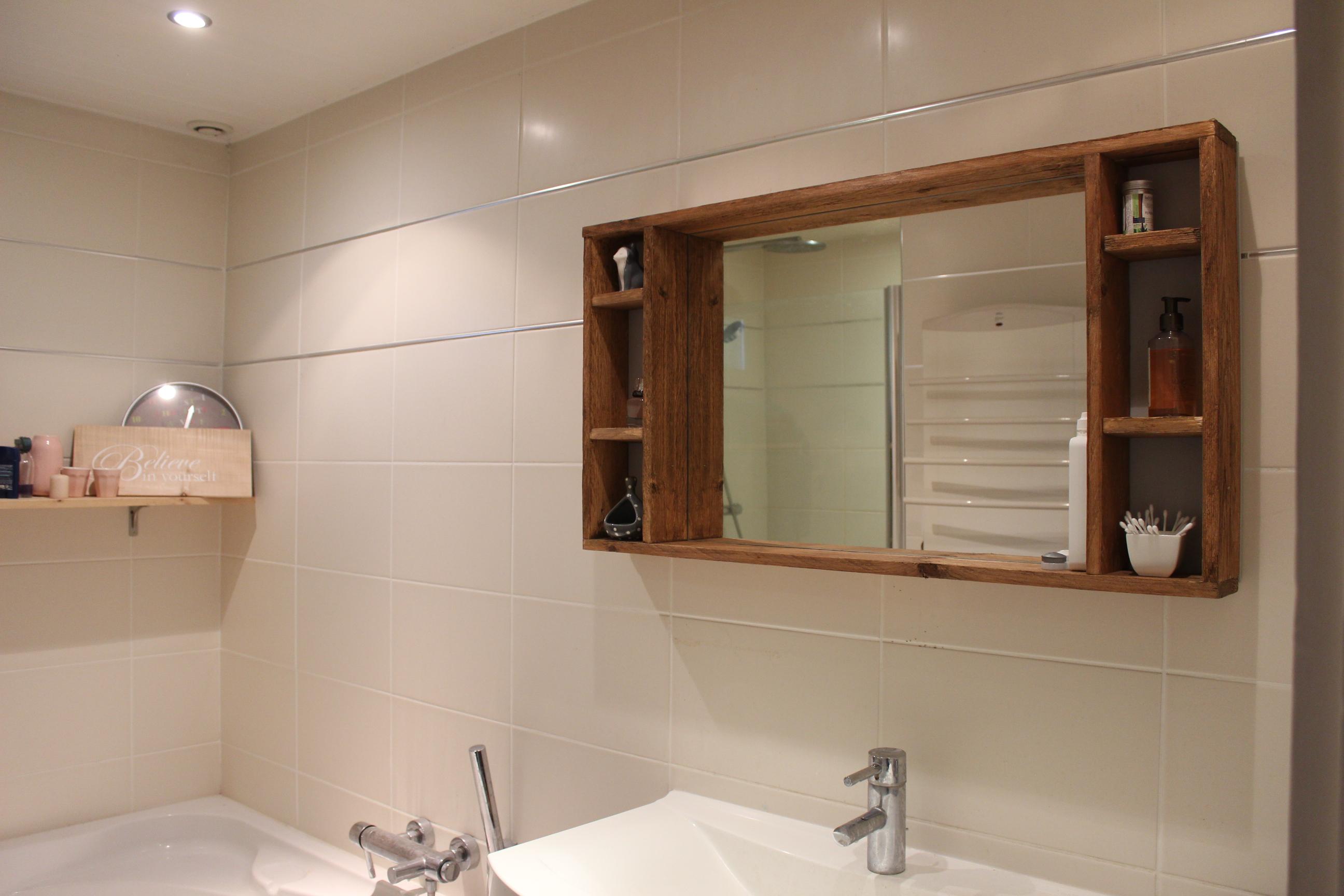 Fabriquer Meuble Salle De Bain Palette tutoriel pour réaliser un miroir à accrocher avec rangements
