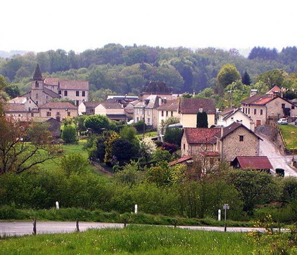 Le maire de ce village du Cantal offre des terrains pour attirer de nouveaux habitants