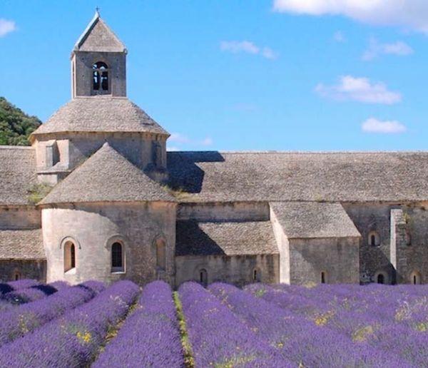 Stéphane Bern annonce les 18 premiers monuments sélectionnés pour le prochain loto du Patrimoine
