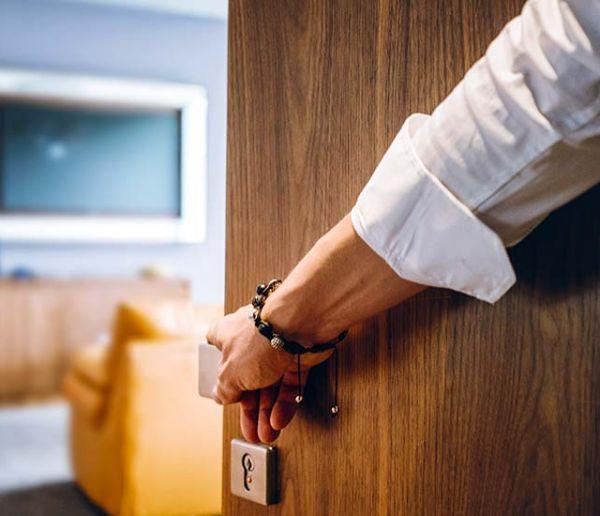 Pourquoi ne se souvient-on jamais si on a fermé la porte à clé ?