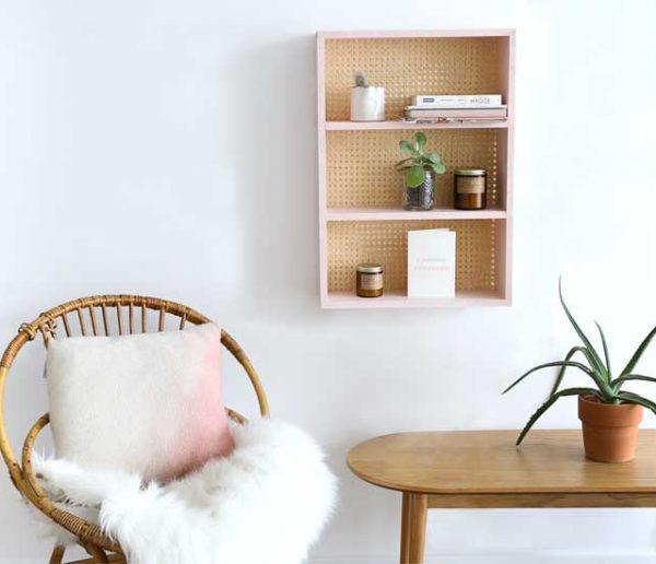 Tuto : Fabriquez une jolie étagère en cannage pour 25 euros seulement