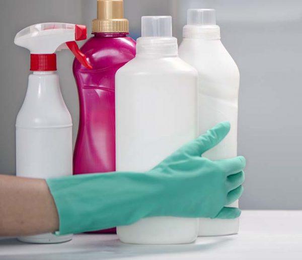 60 millions de consommateurs alerte sur les produits ménagers toxiques : que faut-il utiliser ?